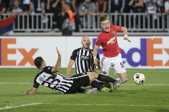 Trenutak kada je dosuđen penal za Engleze na meču FK Partizan - Mančester junajted