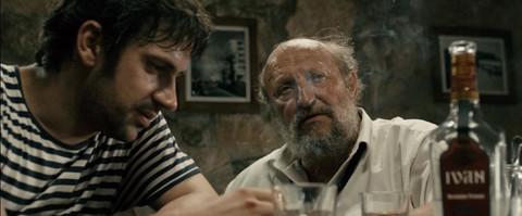 """Alkohol, psovke i pevanje: Ovako je bilo na snimanju filma """"Dječaci iz ulice Marksa i Engelsa"""" (VIDEO)"""