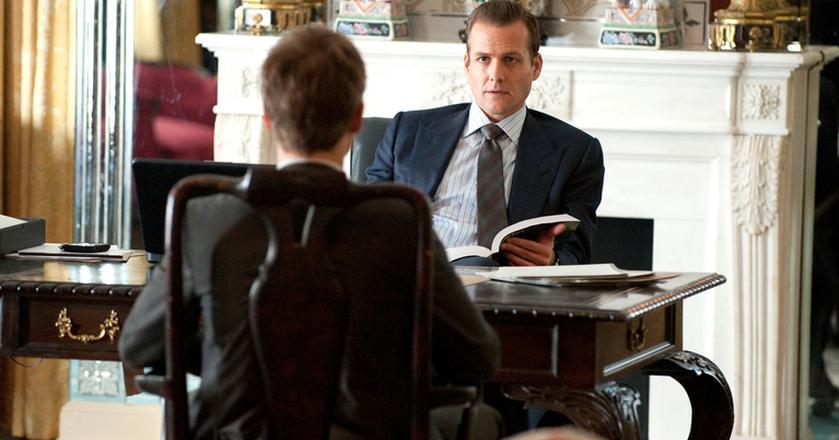 """Mike Ross w serialu """"Suits"""" od razu zdobył zaufanie Harvey'a Spectera"""