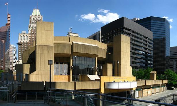 Budynek Teatru Morris A. Mechanic w USA. Bardzo często odwiedzany był przez Katherine Hepburn oraz George C. Scotta.