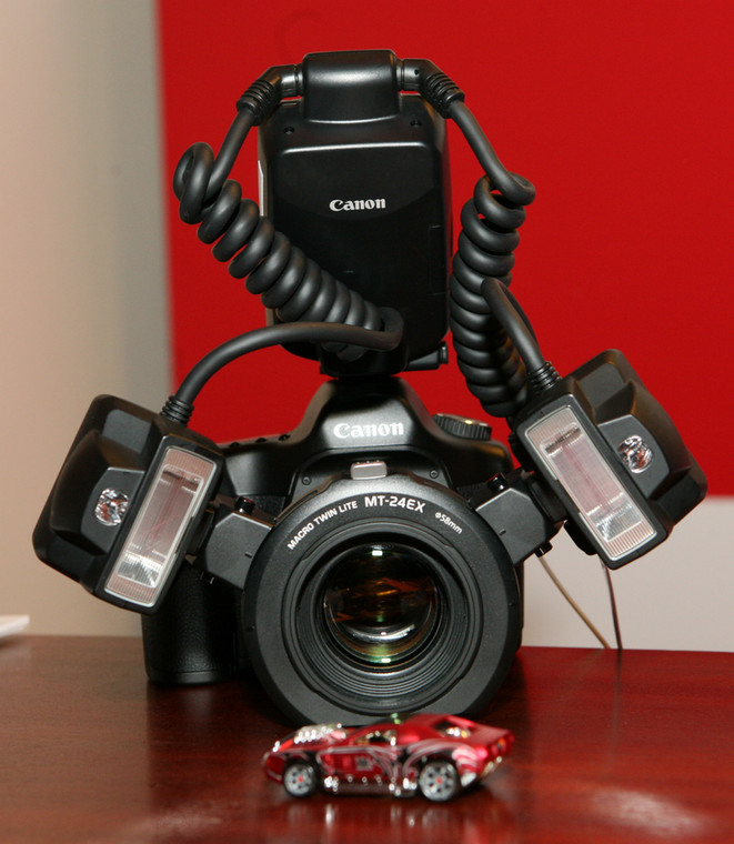 Canon EOS 40D z zestawem do makrofotografii  FOT. PIOTR MOLECKI