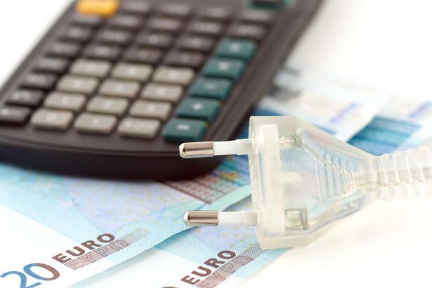 Nadwyżka przekazanego wynagrodzenia ponad wartość możliwych do zidentyfikowania aktywów netto była ujmowana jako odrębny składnik aktywów (wartość firmy) albo była proporcjonalnie przypisywana do innych aktywów możliwych do zidentyfikowania.