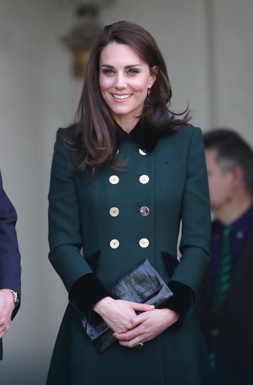 Księżna Kate z kopertówką marki Etui