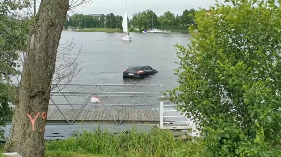 Porsche w Jezioraku