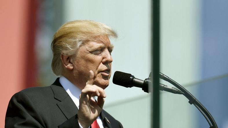Donald Trump przemawia na pl. Krasińskich