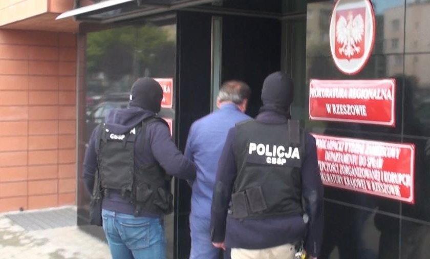 Policjanci z CBŚ rozbili szajkę trudniącą się wyłudzaniem podatku VAT