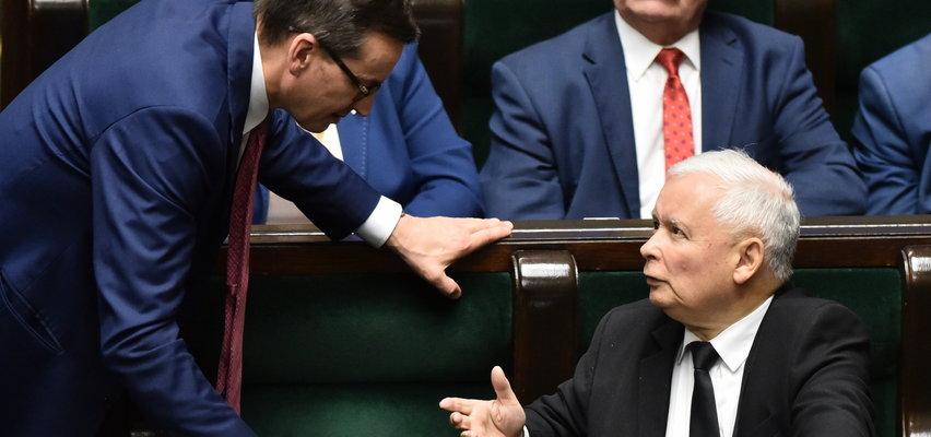 Mocne słowa unijnego komisarza o Polsce. Czy to dla tego wciąż nie ma decyzji w sprawie pieniędzy dla Polski?