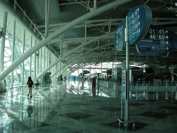 Lotnisko w Porto, Portugalia. Autor: Manuel de Sousa. Licencja: CC BY-SA 3.0, via Wikimedia Commons