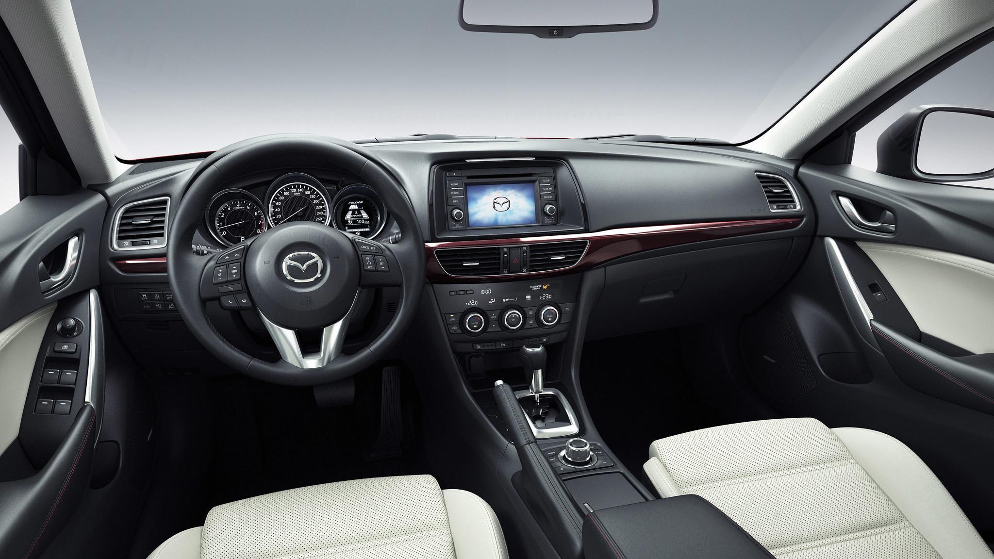 Nowoczesna architektura Nowa Mazda 6 (III): bogate wnętrze. Zdjęcia RN75