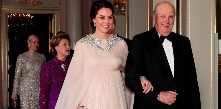 Ciężarna księżna Kate skradła show. Król był oczarowany