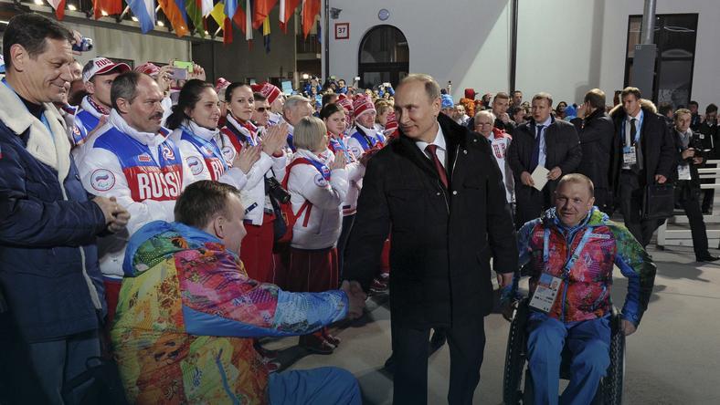 Władimir Putin w wiosce paraolimpijczyków