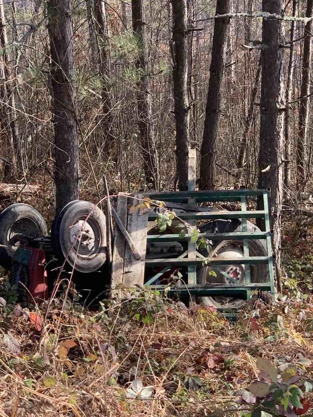 Otac Milisav je stradao nakon što se njegov traktor prevrnuo. Prolaznici su ga pronašli 1. januara