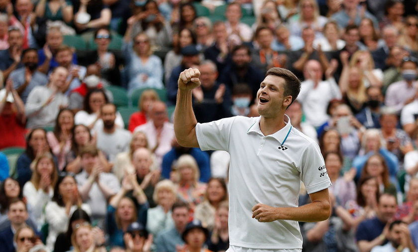 Hubert Hurkacz zdaniem zagranicznych komentatorów w ćwierćfinale Wimbledonu zdemolował Rogera Federera
