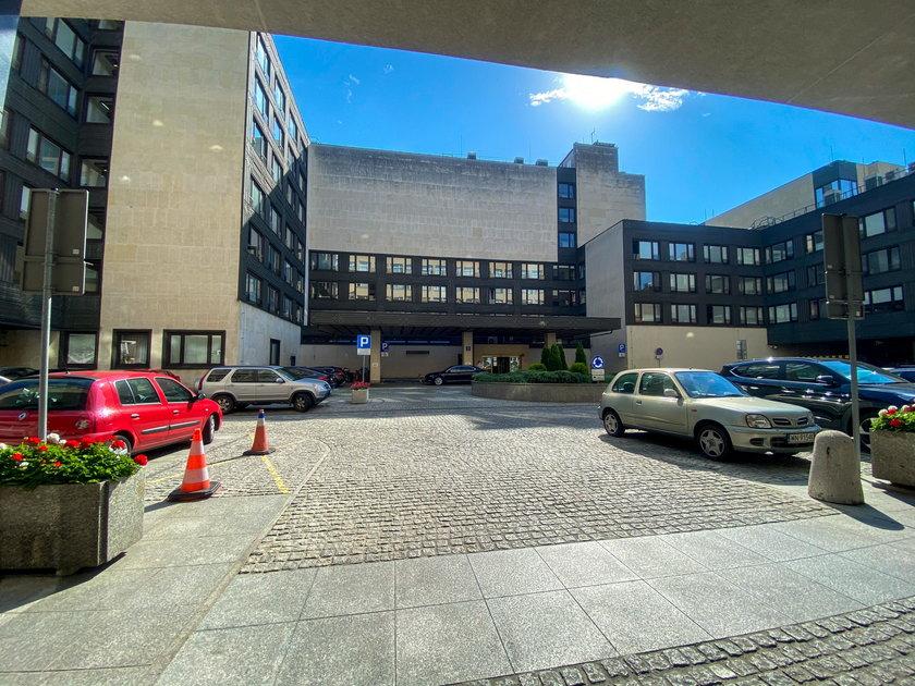 Rząd w wyniku pośpiechu zamknął hotel dla parlamentarzystów