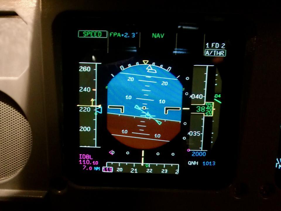 Przechylam samolot na prawe skrzydło i Airbus A330 zatacza wirtualne koło nad wodami Zatoki Perskiej, by skierować się w stronę pasa startowego.
