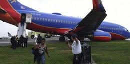 Groza! Samolot nie wysunął kół! Zarył...