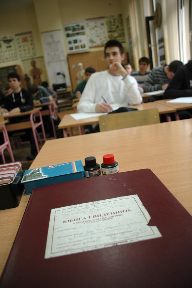 Starog crvenog dnevnika više nema u 200 škola u Srbiji