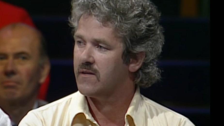 """John Cooper w teleturnieju """"Bullseye"""""""