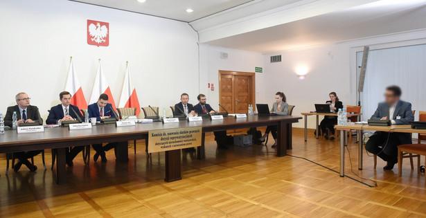 Przewodniczący komisji Patryk Jaki, który wnioskował o ukaranie Gronkiewicz-Waltz powiedział, że pomimo prawidłowego wezwania do osobistego stawiennictwa na rozprawę ws. nieruchomości przy ul. Twardej 8 i 10 prezydent Warszawy nie stawiła się przed komisją