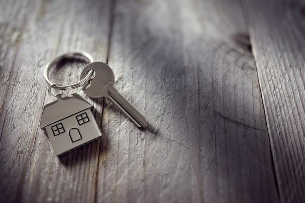 Marcin Luziński dodaje, że rynek nieruchomości rozgrzał się tak bardzo, że co jakiś czas wracają dyskusje na temat ryzyka narastania na nim bańki cenowej