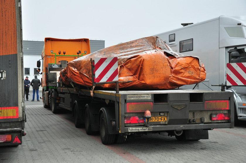 Szczątki zestrzelonego nad Ukrainą samolotu jadą przez Polskę