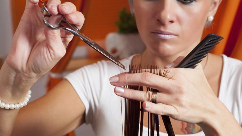 lesbijki fryzura z bliska