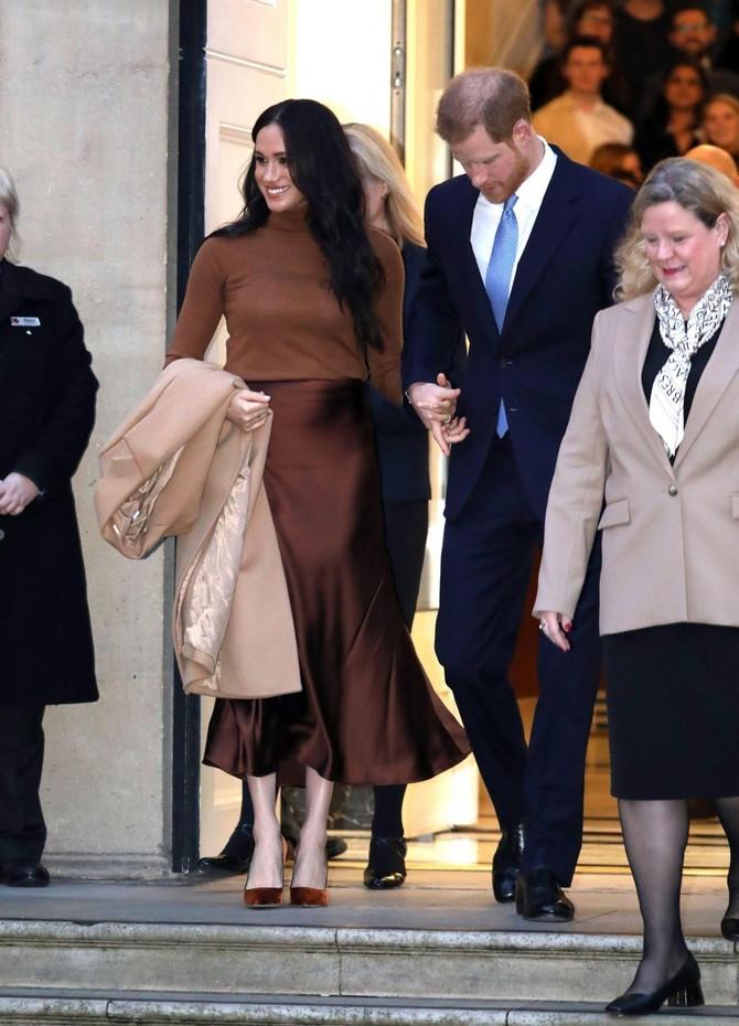 Megan i Hari ispred Visokog komesarijata Kanade u Londonu: da li su 6.januara znali da će  za dva dana sve saopštiti na Instagramu ili su odluku o načinu saopštenja doneli iznenada?