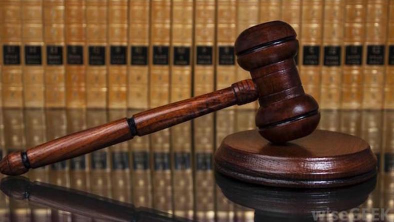 Kary w zawieszeniu i wysokie grzywny za korupcję dla byłych policjantów z drogówki