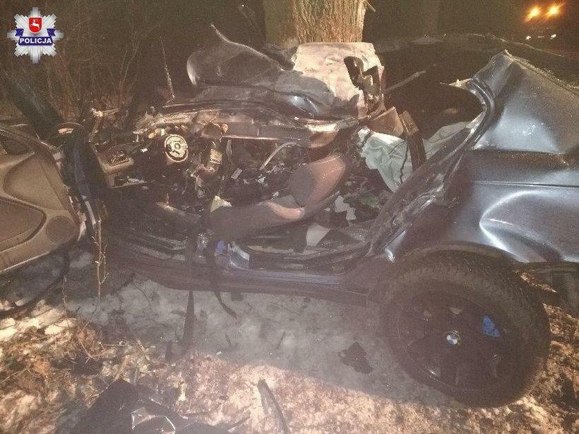 Makabryczny wypadek na Lubelszczyźnie. Auto wbiło się w drzewo