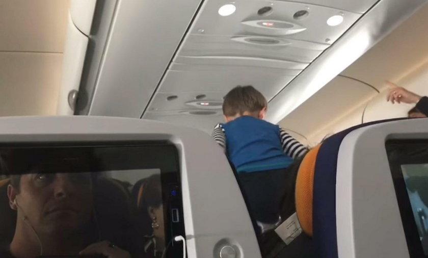 Kilkuletni chłopiec zmienił ośmiogodzinny lot z Niemiec do USA w koszmar