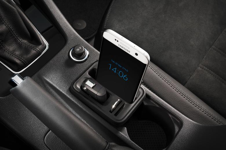 W nowym uchwycie telefon w grubszym etui ledwo sie miesci - Skoda Octavia III FL