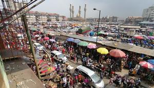 Road side sellers at Lagos Balogun market (Pulse Nigeria)