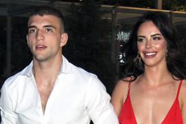 KAO IZ HOLIVUDA Veljko doveo devojku na Cecinu žurku, a zbog njenih golih leđa mnogima je zastao dah