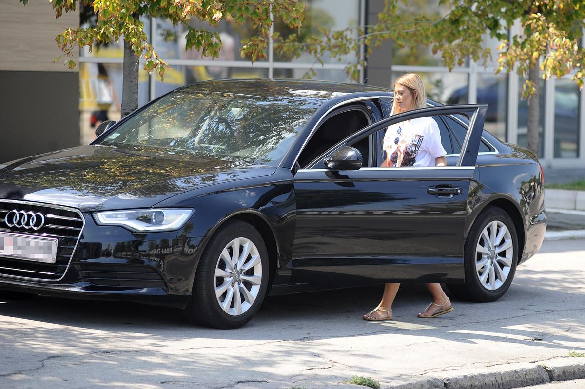 KUPILA NOV STAN I AUTOMOBIL Kija Kockar provozala besnu masinu, pogledajte koliko je novca izdvojila! (VIDEO)