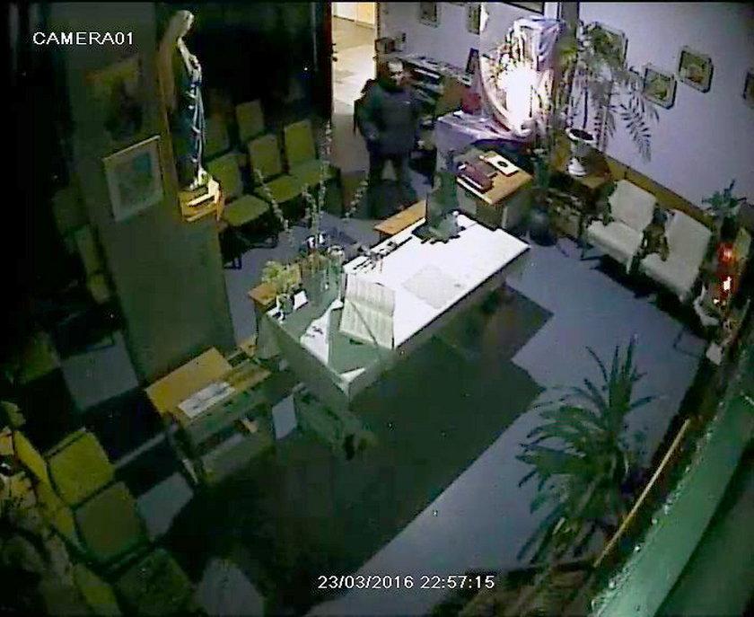 Mężczyzna kręcił sie po szpitalu późnym wieczorem. Do kaplicy wszedł około 22:00 23 marca