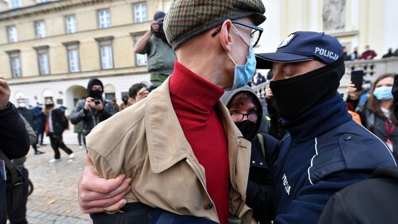Policja interweniuje podczas protestu przeciwko zaostrzeniu prawa aborcyjnego