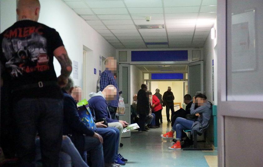 Szefowie NFZ pląsają, a pacjenci czekają w kolejkach