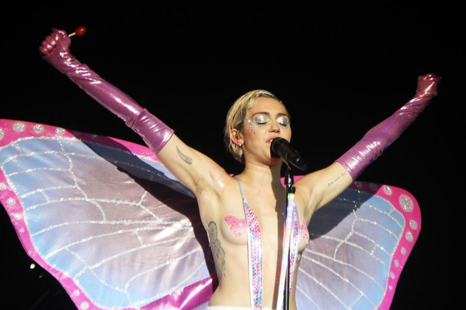 Mylie Cyrus Sex oralny fotki nagich dziewcząt cipki