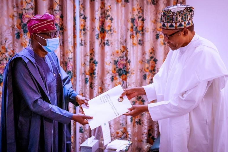 Lagos State governor, Babajide Sanwo-Olu (left), presenting #ENDSARS protesters' demands to President Muhammadu Buhari (right) [Twitter-@jidesanwoolu]