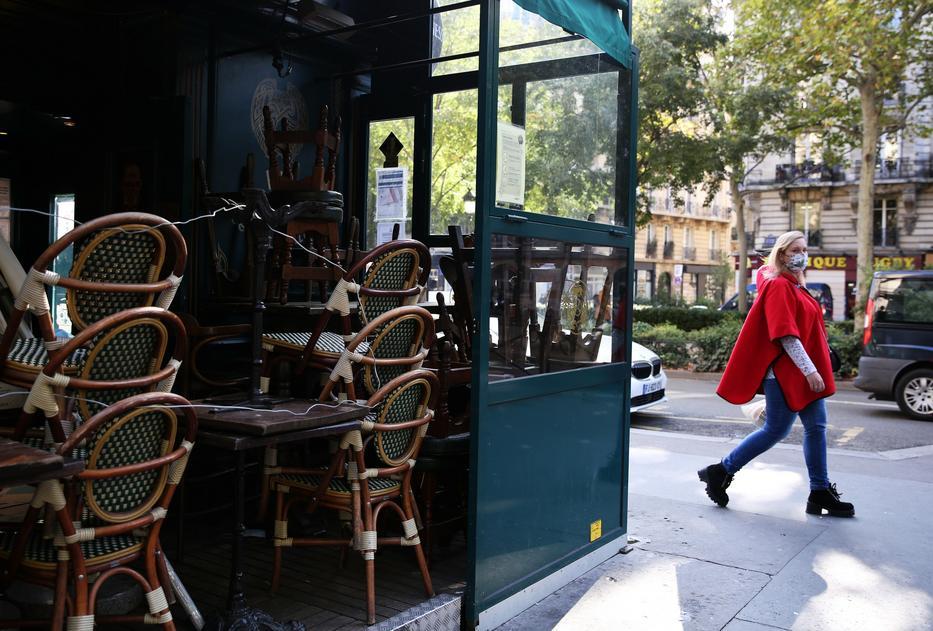 A francia kávézók többségét már ki sem nyitják, a székek rakásban állnak/ Fotó: Profimedia
