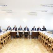"""SASTANAK VLASTI I OPOZICIJE: SNS predložila set mera, Jovanović: Stanje na političkoj sceni je """"TUCANJE U MOZAK""""; PSG najavio moguć bojkot izbora"""