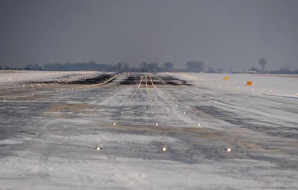 Pas startowy na lotnisku w Modlinie nie nadaje się do eksploatacji.