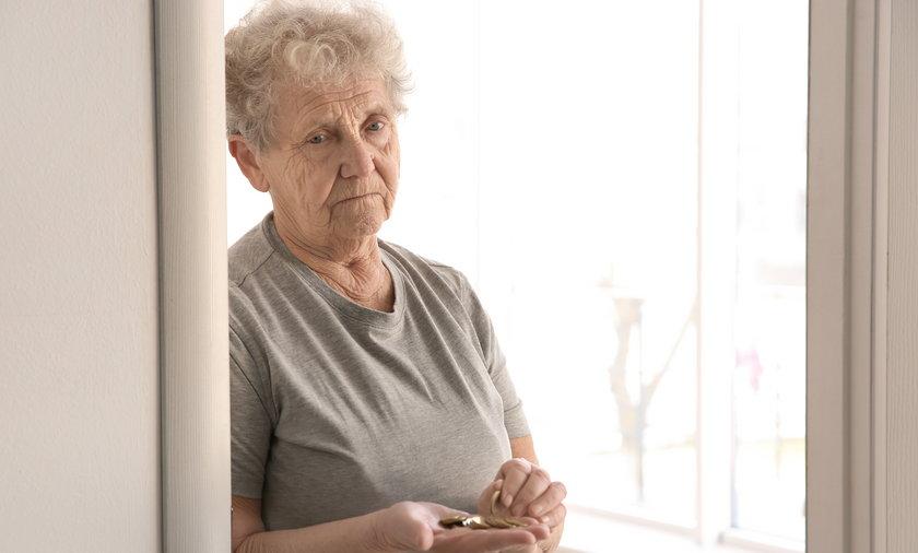 Emerycie, uważaj na oszustów. Czternastą emeryturę wypłacają z urzędu. Nie trzeba wypełniać wniosku.