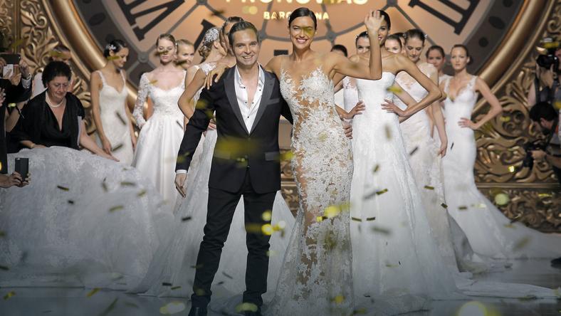 e185456b1e Wyjątkowe suknie ślubne - wywiad z Hervé Moreau - Ślub