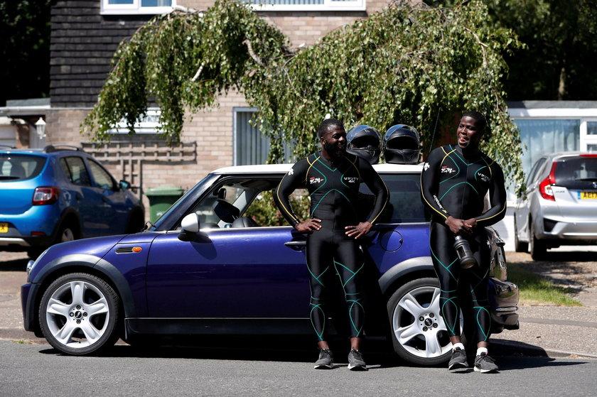 Jamajscy bobsleiści pchają na treningach... samochód