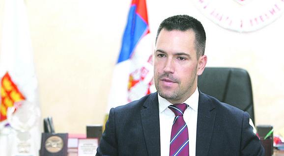Gradonačelnik Kraljeva Predrag Terzić odbio je da primeni odluku suda i obustavi radove i ukloni mehanizaciju