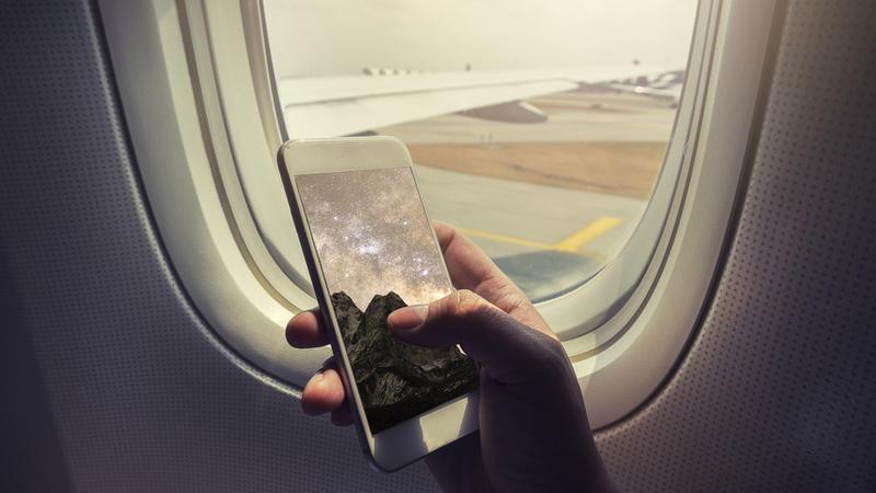 Co się może stać, jeśli w Chinach przyłapią Cię na używaniu telefonu w samolocie?