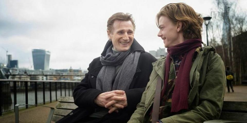 """Liam Neeson i Thomas Brodie-Sangster na pierwszym zdjęciu """"To właśnie miłość 2"""""""