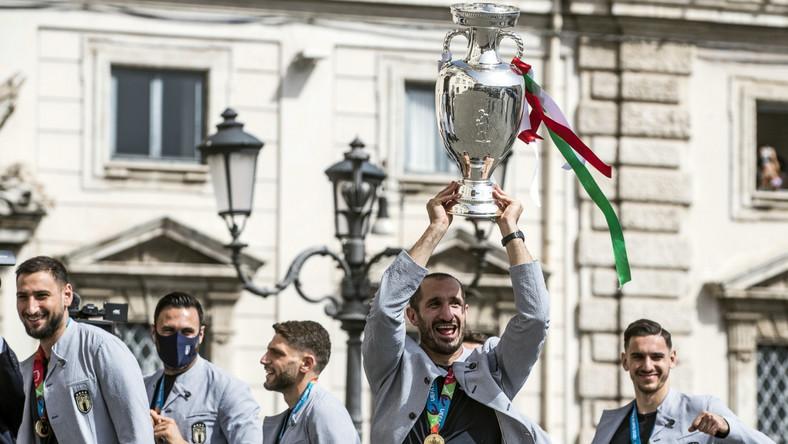 Piłkarze reprezentacji Włoch przed spotkaniem z prezydentem Sergio Mattarellą