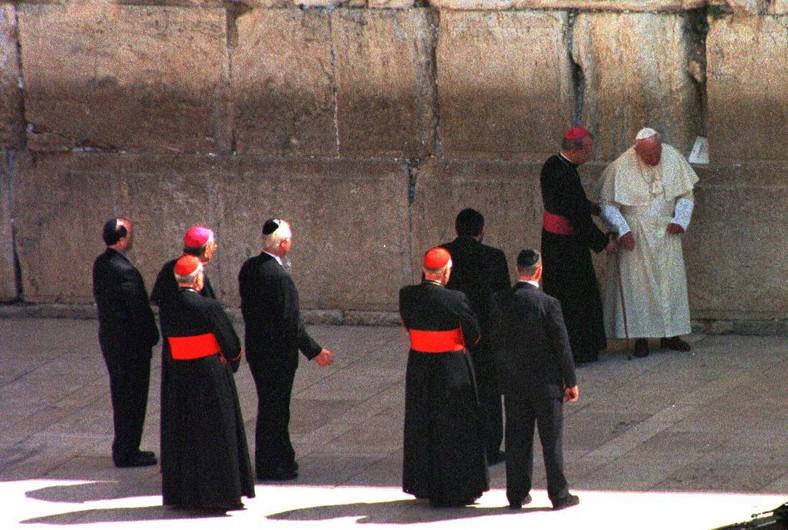 Papież Jan Paweł II w trakcie pielgrzymki do Ziemii Świej. 24.03.2000, Jerozolima. fot. zuma/newspix.pl